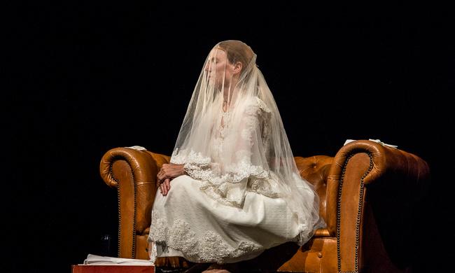 'Verboden Gebied. Vrouw in Niemandsland' in de pers